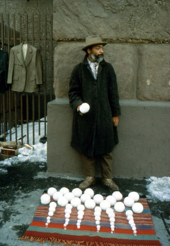 david hammons selling snowballs in new york city, design squish blog